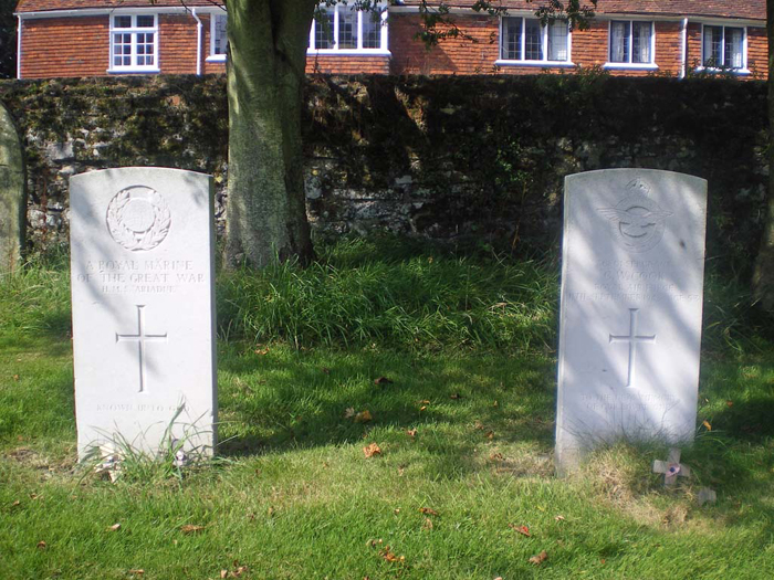 Grave of Unknown Royal Marine, HMS Ariadne Winchelsea Chuirchyard - Image courtesy of the Commonwealth War Graves Commission