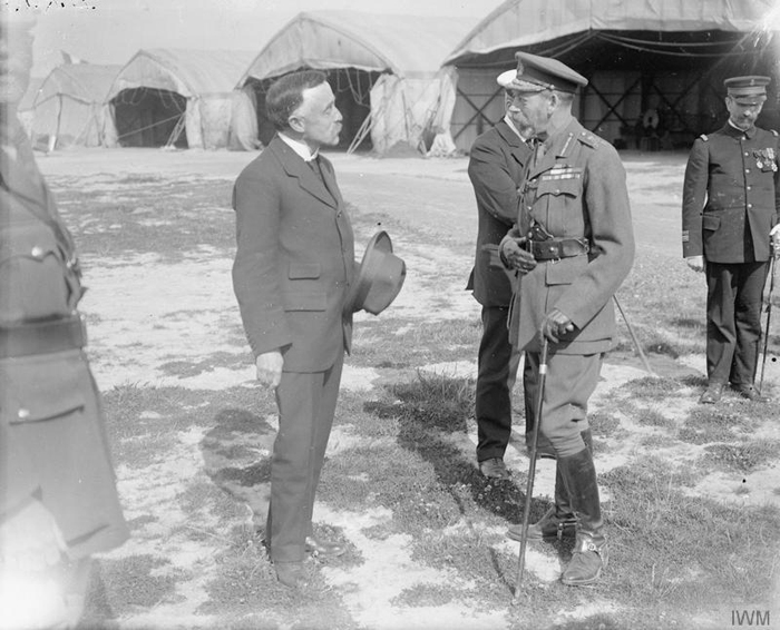 King George V talking to the British Consul at Dunkerque, 12 July 1917. © IWM (Q 7790)